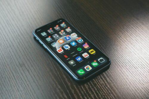 Reklama mobilna naurządzeniach przenośnych loading=