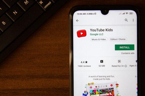 """YouTube to""""najlepsza zabawka"""" Twojegodziecka? Te zmiany powinny Cię zainteresować! loading="""