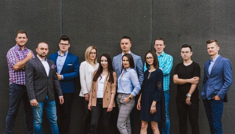 Zespół specjalistów od marketingu firmy Emedia